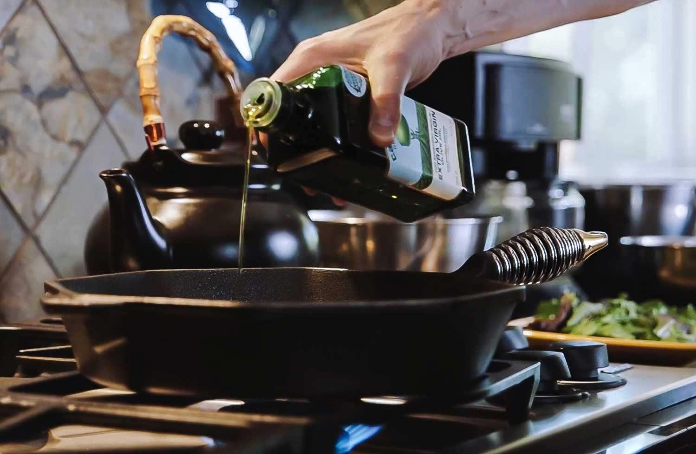 Heating cast iron pan