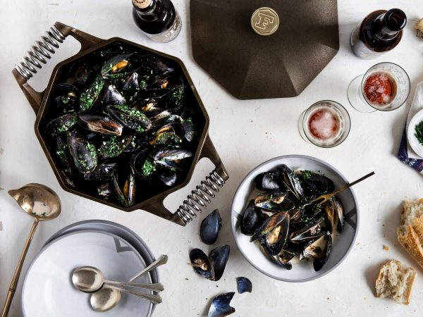 finex-cast-iron-dutch-oven-tabled-with-muscles